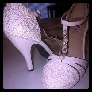 White knitted heels ! NEVER WORN